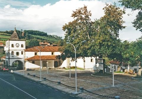 Cuenca Hevia - URBANIZACIÓN PLAZA Y ENTORNO MONUMENTAL EN SOTO DE LUIÑA - Arquitectos Cosme Cuenca Y Jorge Hevia S.L.P.
