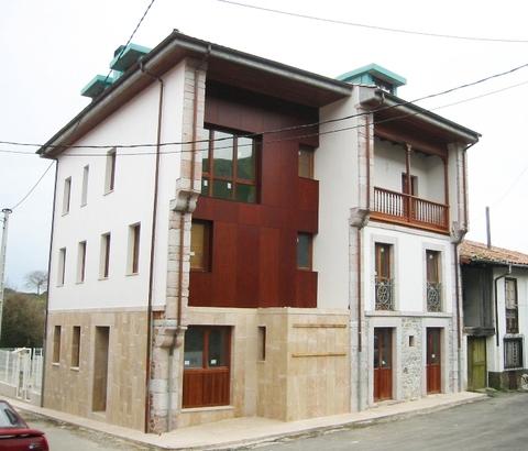 Cuenca Hevia - REHABILITACIÓN DE EDIFICIO PARA 7 APARTAMENTOS EN CUÉ, LLANES - Arquitectos Cosme Cuenca Y Jorge Hevia S.L.P.